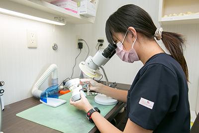 熟練の技工士がいる歯科技工所と委託&院内にも技工士が在籍